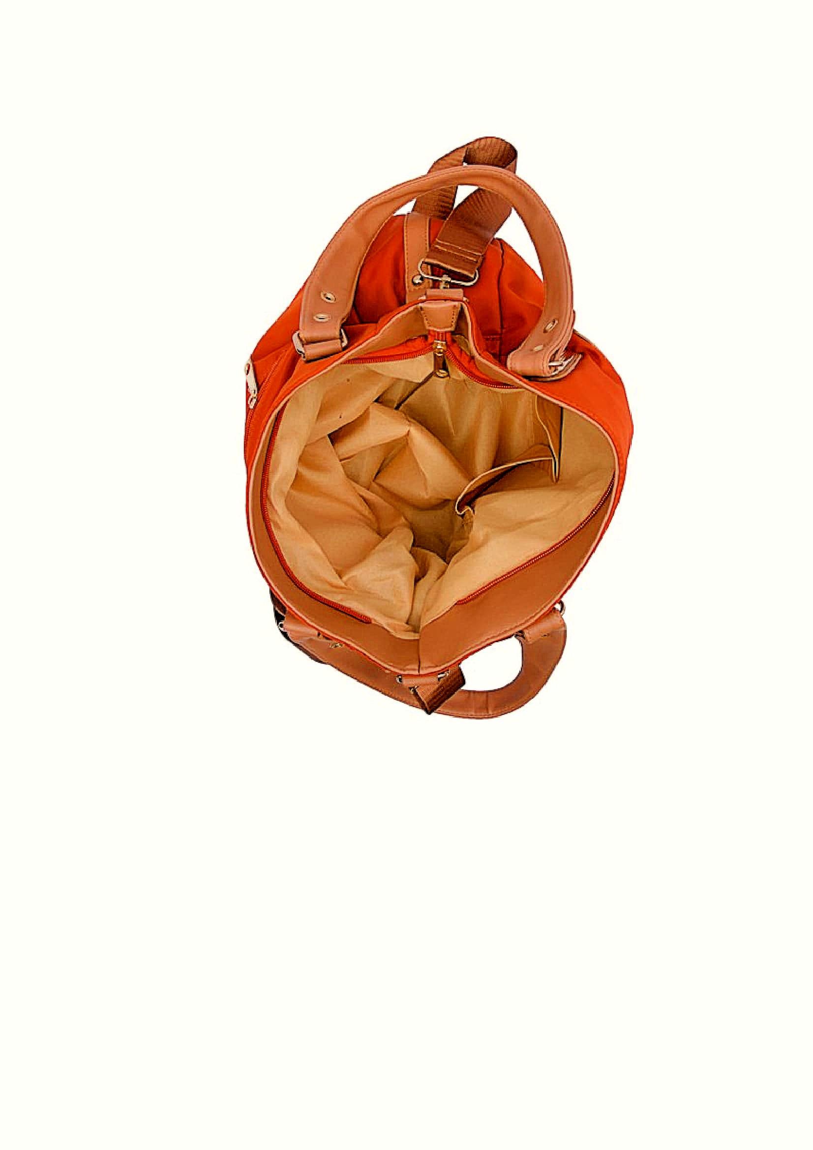 Hanbag inside closer